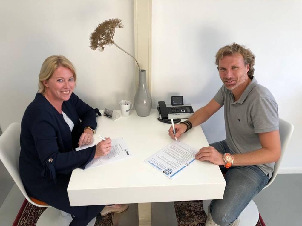 Ondertekening contract Teamsportfabriek