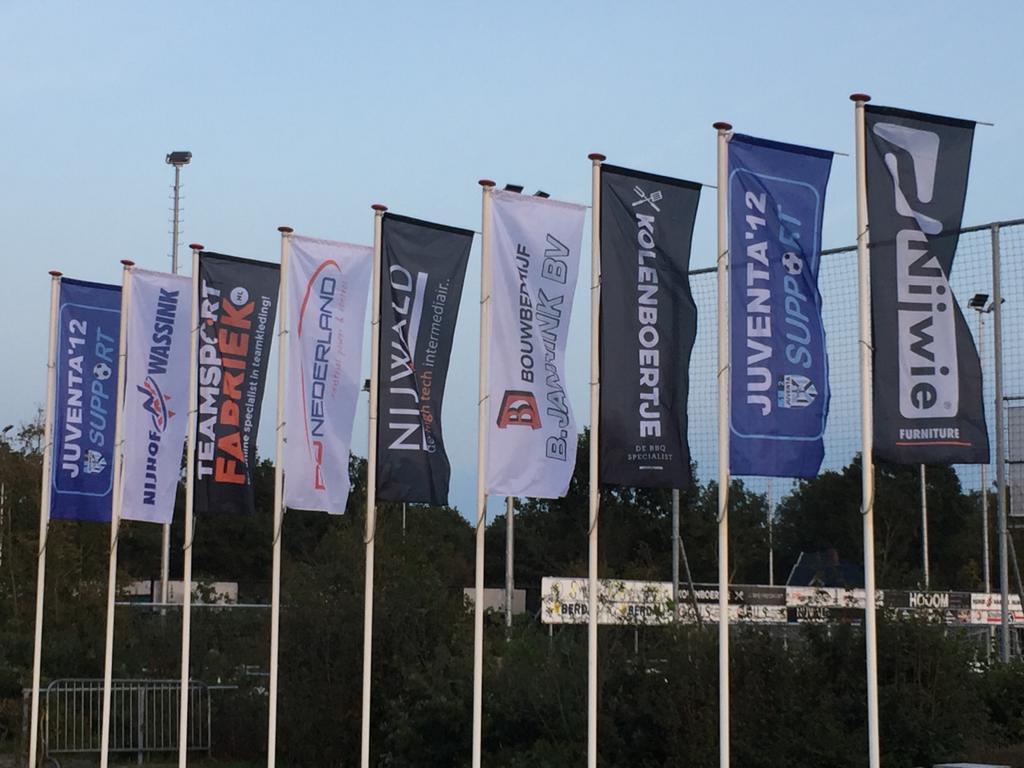 Sponsorvlaggen vernieuwd